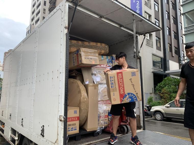 小心搬運、堆疊物品-台中搬家