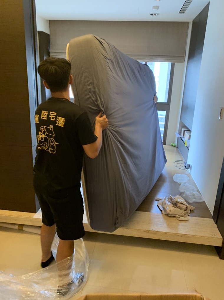 雙人床墊定位-台中精緻搬家
