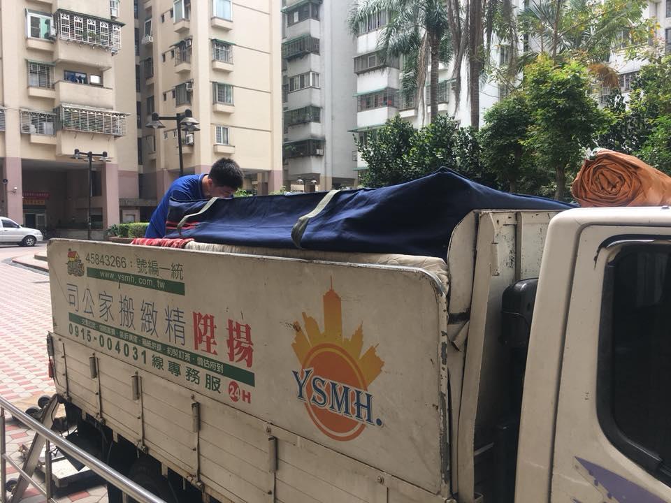 加上帆布避免灰塵弄髒家具-台中搬家案例